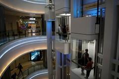 Китайцев заставили платить за проезд на лифте