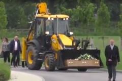 Тело водителя экскаватора привезли на похороны в ковше