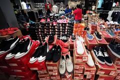 Из магазина обуви украли только правые ботинки