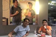 Студенты повесили свое фото в «Макдоналдсе» и нарвались на аплодисменты