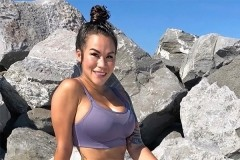 Блогер пожаловалась на отравление силиконовой грудью