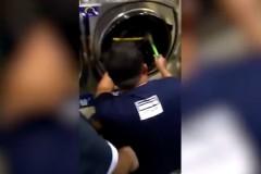 Четырехлетний мальчик залез в стиральную машину ради забавы и застрял