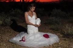 Невеста устроила фотосессию с «призраком» жениха после его смерти