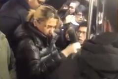 Пассажир своими руками обезвредил драчунью в утреннем метро
