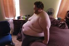 Мужчина весом почти 300 килограммов одумался и похудел вдвое