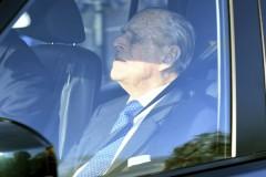 97-летний муж Елизаветы II отказался водить машину и отдал права