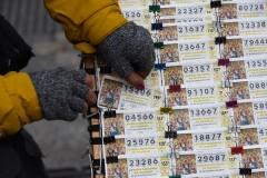 Австралиец 30 лет играл в лотерею с одними и теми же номерами и сорвал куш
