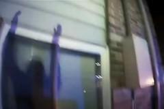 Полицейские поймали выпрыгнувших из горящего дома детей