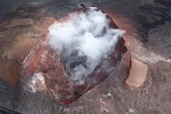 Любопытный мужчина упал в действующий вулкан и остался жив