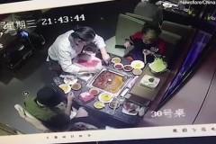 Мужчина уронил зажигалку в горячий суп и устроил взрыв
