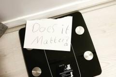 Мальчик оставил потолстевшей матери милую записку и утешил ее
