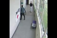 Школьный тренер разоружил стрелка при помощи объятий