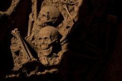 Мужчина выкопал из могилы останки родителей ради покупки мотоцикла