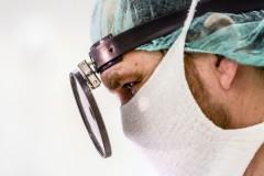 Хирурга обвинили в изнасиловании сотен детей